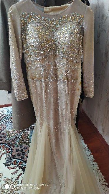 Платье вечернее в идеальном состоянии одето пару раз