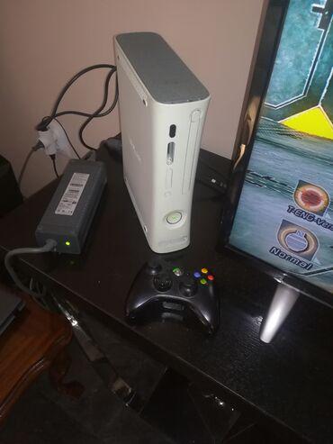 Xbox 360 & Xbox | Srbija: Xbox 360 konzola, dzojstik bezicni i adapter jedna igrica 70 e