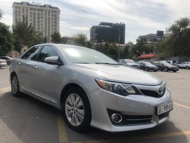 Toyota - Бишкек: Toyota Camry 2.5 л. 2013