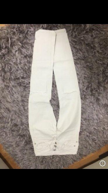 Sest pari pantalona za 2000