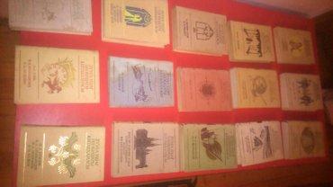 Mingəçevir şəhərində Dünya Uşaq kitabxanası ve Yazıçıların eserleri, romanları olan kitabla