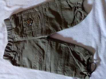 Dečije Farmerke i Pantalone | Zrenjanin: Tanje keper pantalone nove skinuta etiketa za decu od 9 do 12 m