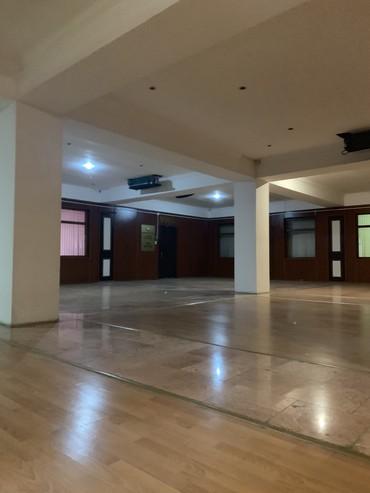 Bakı şəhərində Obyekt Amay ticaret merkezi orta mertebe kupça 515 m2. Klinika,