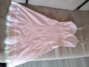 Prelepa haljinica, tanak teksas, sa dosta elastina, bebi roza.Stoji