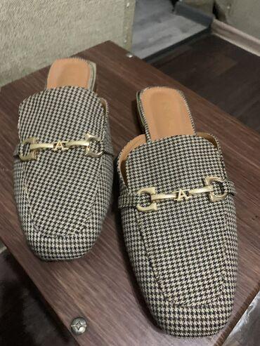 Продаю шлёпки, в идеальном состоянии, почти новые одевала 2 раза