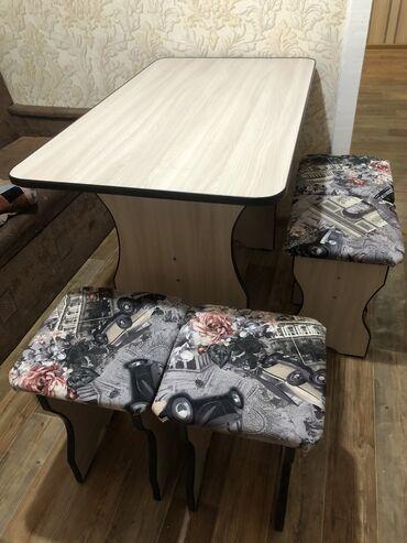 Стол с табуретками для кухни