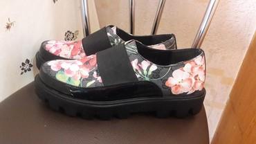 Другая женская обувь в Кыргызстан: ПРОДАМ НОВУЮ ОБУВЬ 4З РАЗМЕР ЦЕНА 1800