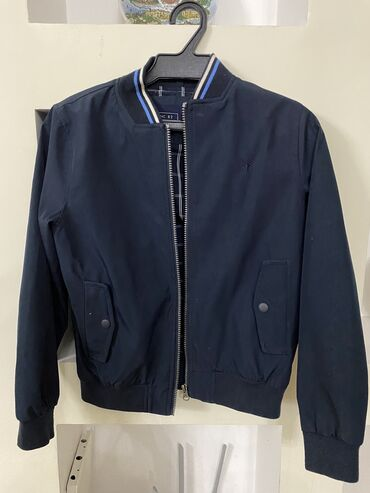 Стильная легкая куртка на 10-12 лет в отличном состоянии