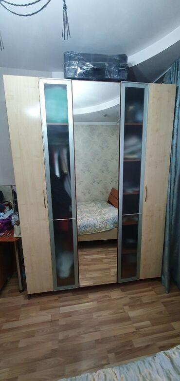 Продаю спальний гарнитур в хорошем состоянии. Шкаф 2.40 на 1.70 с