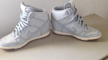 Patike na platformi 36 br,vrlo malo noseneOriginal Nike svetlo siva