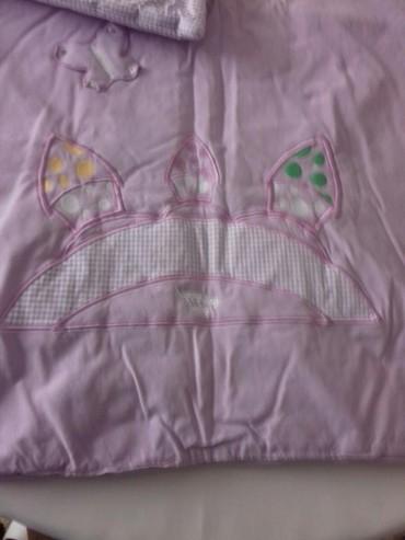 Cetka za ispravljanje kose - Kula: Posteljina za krevetić očuvana lila bela sadrži jorgan jastuk i