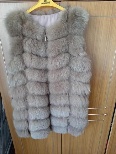 жилетка натуральный мех в Кыргызстан: Продаётся жилетка. мех натуральный. Одевала 1-раз. размер не подошёл