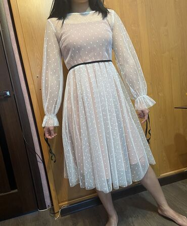 Продаю платье в идеальном состоянии. Размер 42-44. Надето 1 раз