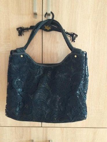 сумка черного цвета в Кыргызстан: Сумка от Valentino кожа-ришелье шитье.Редко выходила в свет.Цвет