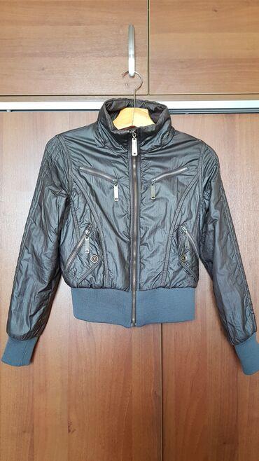 Осенняя куртка, в хорошем состоянии. Размер: 42