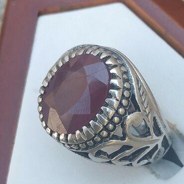 Qaşı Afrika yaqutu olan gümüş üzük satılır. qiyməti: 150 manat