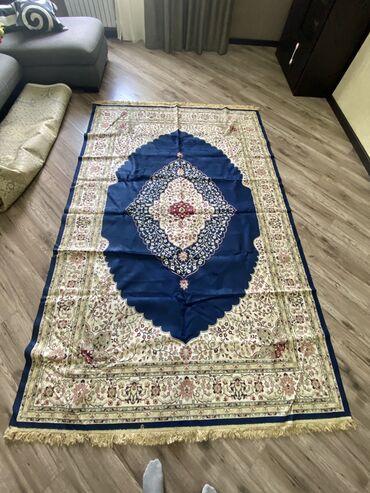 Продаю тонкий шелковый ковёр,размер:длина 2.70,ширина