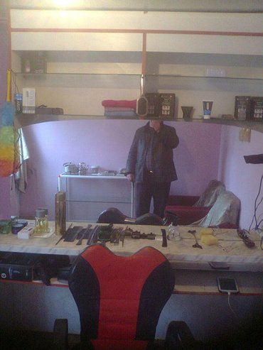 Xırdalan şəhərində Kisi salonu ùcùn mebel gùzgùlù và kreslo tàcili birlikdà satilir.