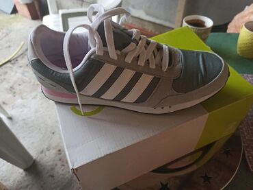 Ženska patike i atletske cipele | Pozarevac: Kupljene u Adidasu, nenošene, kao nove, broj 40.5