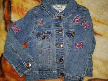 Perfektno očuvana jakna za devojčicu 2-3 godine. 800 dinara