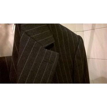 Αντρικό κοστούμι γκρί ριγέ με γιλέκο, μέγεθος SΜέση παντελονιού 86