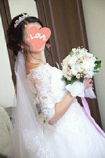 кружевное платье со шлейфом в Кыргызстан: Продаю красивое кружевное свадебное платье. Имеются 2подьюбника и