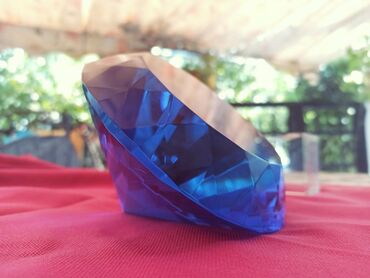 Διακοσμητικό μπλε διαμάντιΆριστη κατάσταση χωρίς κανένα σημάδιΔίνεται