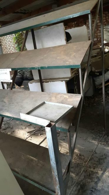Продаю металлический стеллаж: 4 уровня/полки.   Использовали для прода