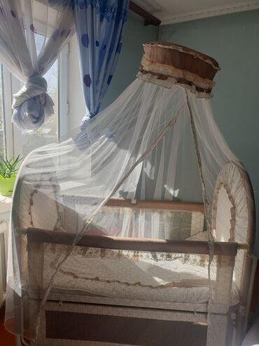 Детская кроватка манеж. Можно пользоваться как для мальчика, так и для
