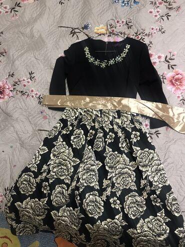 Платье б/у,одевалось пару раз,размер 42,не короткая ниже колена