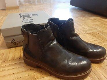 Cipele br.37, veštačka koža, vrlo malo nošene, fali samo na jednom - Obrenovac