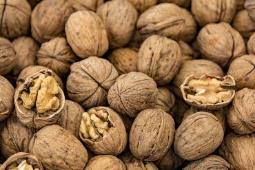 oneplus 8 pro цена in Кыргызстан | XIAOMI: Продаю грецкие орехи! Цена за -кг.8 мешков есть со своих 4 х деревьев