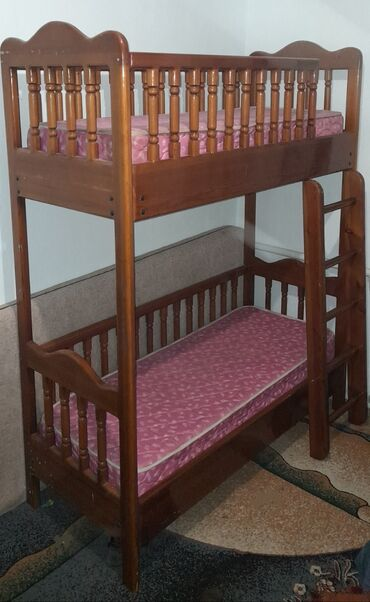 детская одежда бишкек в Кыргызстан: Двухярустная кровать детская б/у натуральное дерево. Балдар бирда