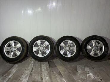 Продаю зимние шины с дисками от LC200. Диски родные новые без царапи