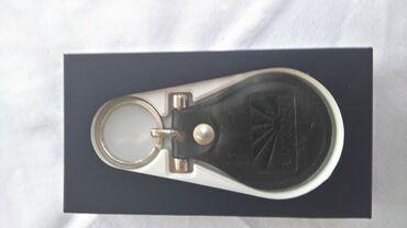 Ostalo | Batajnica: Nov crni kožni privezak za ključeve u svojoj kutiji. Lično preuziman