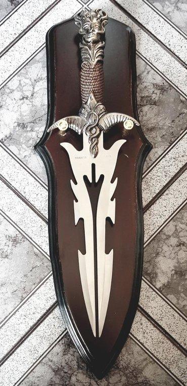 Коллекционные ножи в Кыргызстан: Сувенирный нож. Или меч из нержавеющей стали. На деревянной доске
