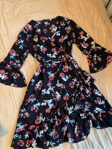 Очень красивое платье на запах,размер 38(s)