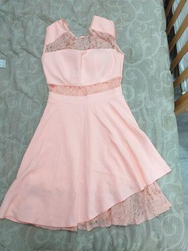 Prodajem haljine veličina M, po jednom obučene.Sve 3 za 2.500 din. a