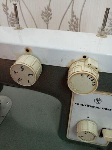 Срочно продаю швейную машину ЧАЙКА 142 М выполняет все функции