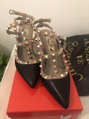 Продаю новые туфли 35размер, каблук 5см очень удобные. Покупала за