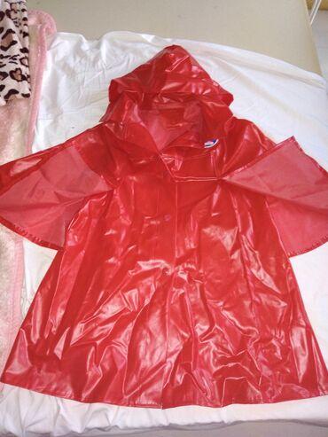 Dečije jakne i kaputi | Futog: Kišna kabanica sa kapuljačom( dečija) očuvana, prorez na rukavima br