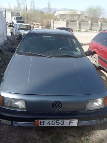 Транспорт - Кызыл-Суу: Volkswagen Passat 1.8 л. 1989