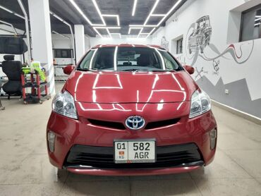 Toyota Prius 1.8 л. 2013   104000 км