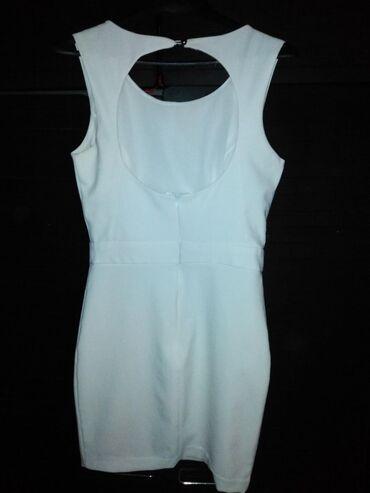 Ženska odeća | Lazarevac: Prelepa bela haljinica stoji presavrseno vel M