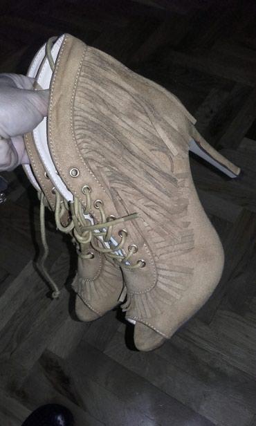 Sandale nove ne koriscene kozne sa resama,broj 37 - Crvenka