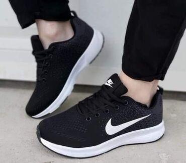Nove, skroz lagane Nike patike u crnoj boji sa sivim detaljima, na
