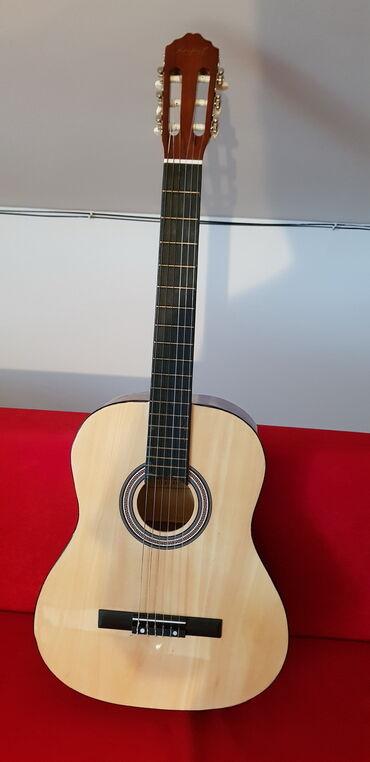 Brilliance v5 1 6 mt - Srbija: Klasična gitara skoro nova, kupljena pre 6 meseci ali je veoma malo
