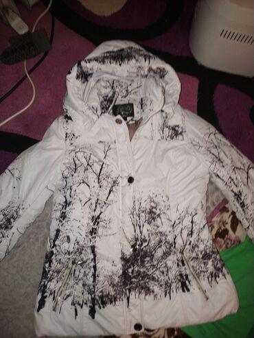Продаю женскую куртку 44-46 размера, состояние отличное цена 300