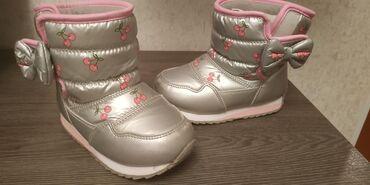 Детская обувь в Токмак: Сапожки 25р.- 300с. Кеды 25р.-150с.Футболки на 3 года - 100с.Туфли