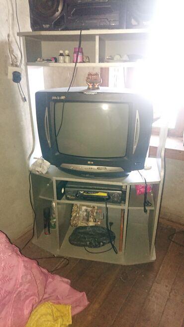 İki televizor attığı satılır İkisi bir yerdə 50 azn  Tək tək də satılı